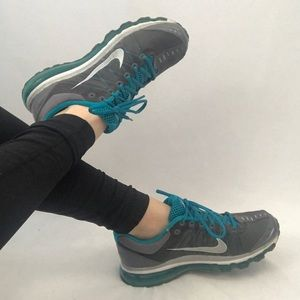 Nike AirMax Teal Athletic Shoes